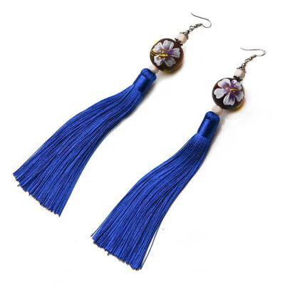 Öronhängen - Kina stil med träkula/blå tofs