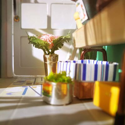 Robotime DIY Miniatyrkit Balcony Daydreaming med LED-lampa